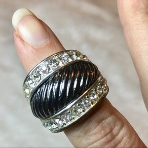 Stretchy costume ring. Silver and metallic.